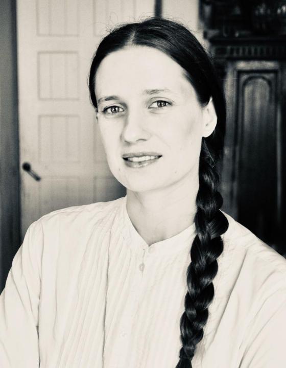 Аня Толстая